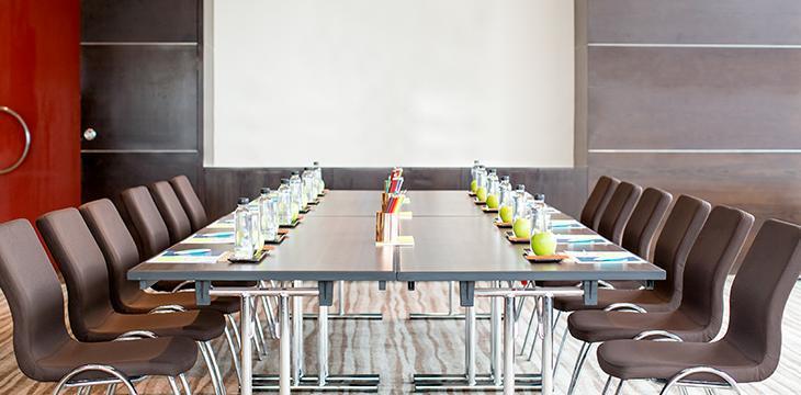 Dimensioni Sala Conferenze 100 Posti.Allestire Una Sala Riunioni Pratici Consigli Per Colpire