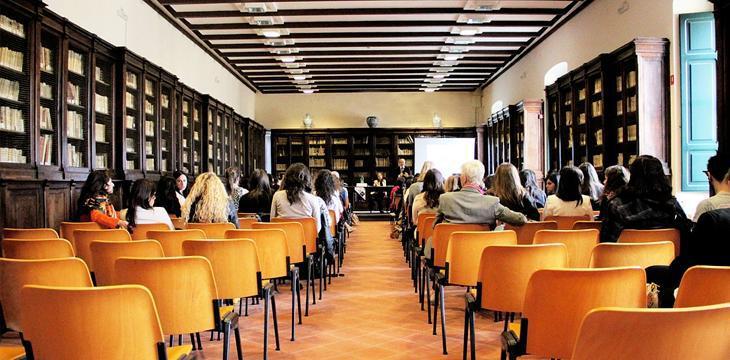 Dimensioni Sala Conferenze 100 Posti.5 Semplici Step Per Calcolare La Capienza Di Una Sala Meeting