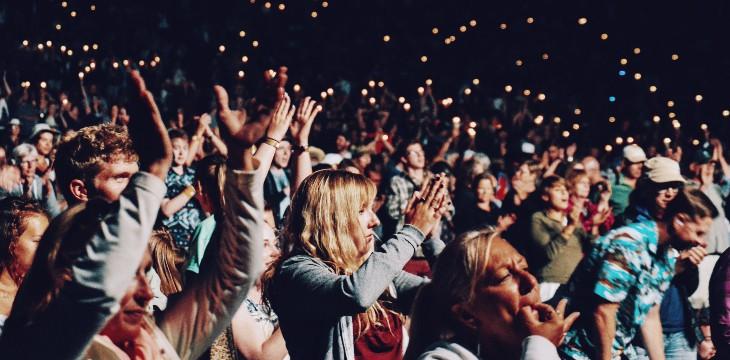 persone durante un evento