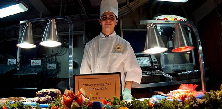 chef che tiene show cooking