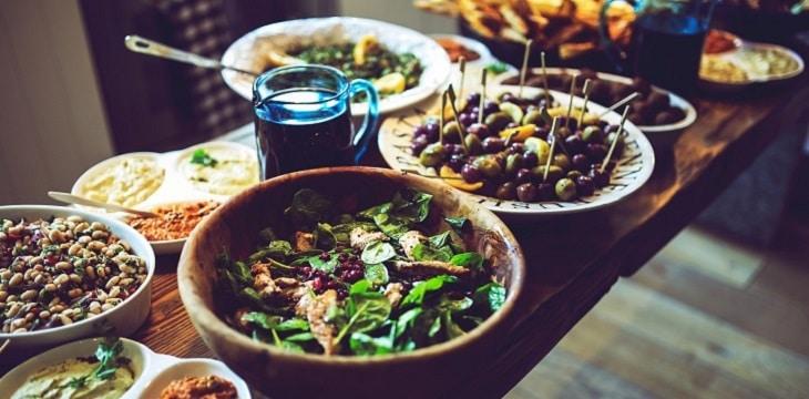 Aperitivo rinforzato: ricette e spunti per un menù delizioso