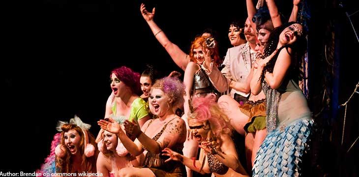 ballerine di uno spettacolo burlesque