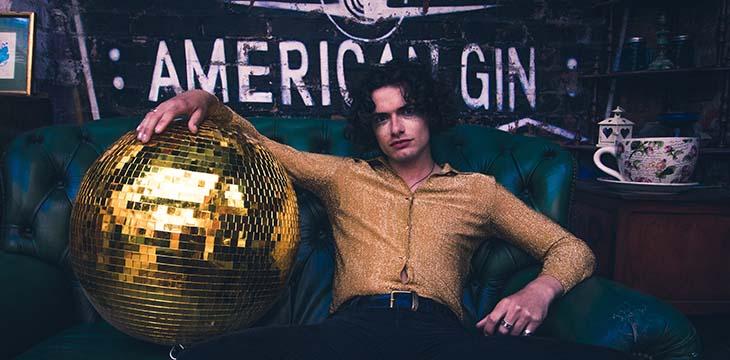 ragazzo palla discoteca festa anni 80