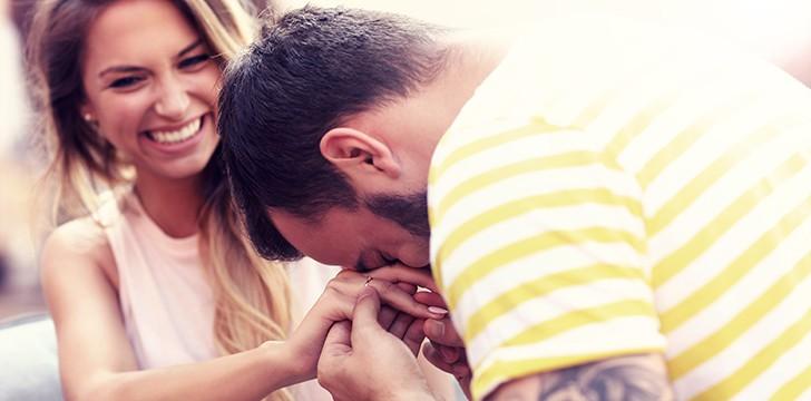 294972eec3 Festa di fidanzamento: idee e consigli su come organizzarla al meglio