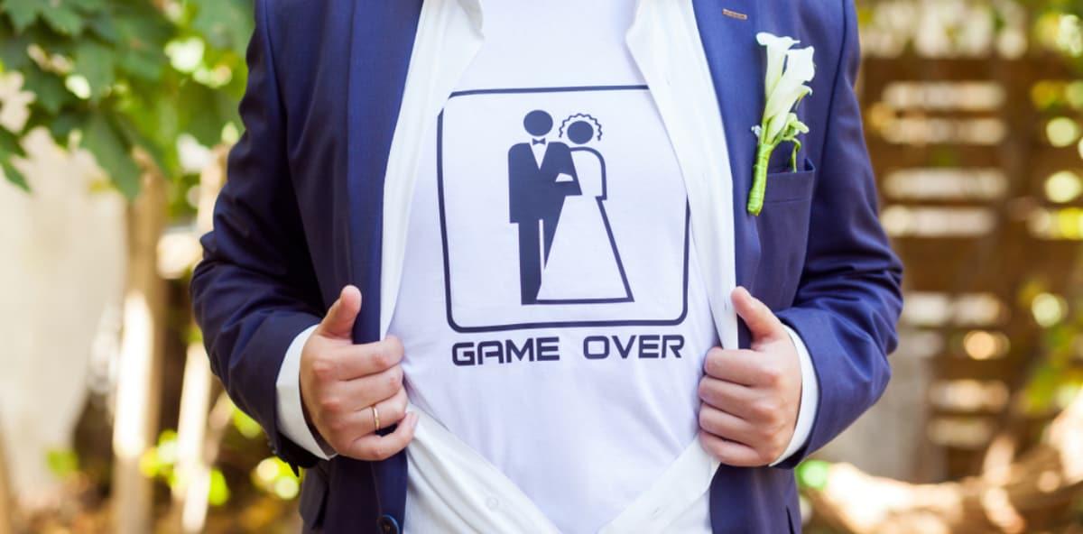 1dbfb3e931 Magliette per addio al celibato :come celebrare un'ultima sera da single
