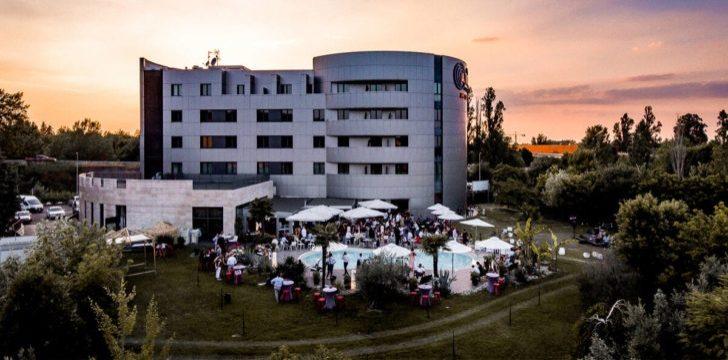 Hotel congressuali con parcheggio gratuito a bologna for Design hotel zola