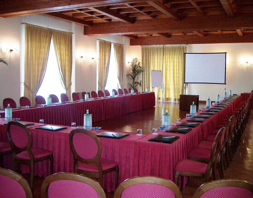 Sale meeting grand hotel villa torretta milan sesto curio for Hotel villa torretta